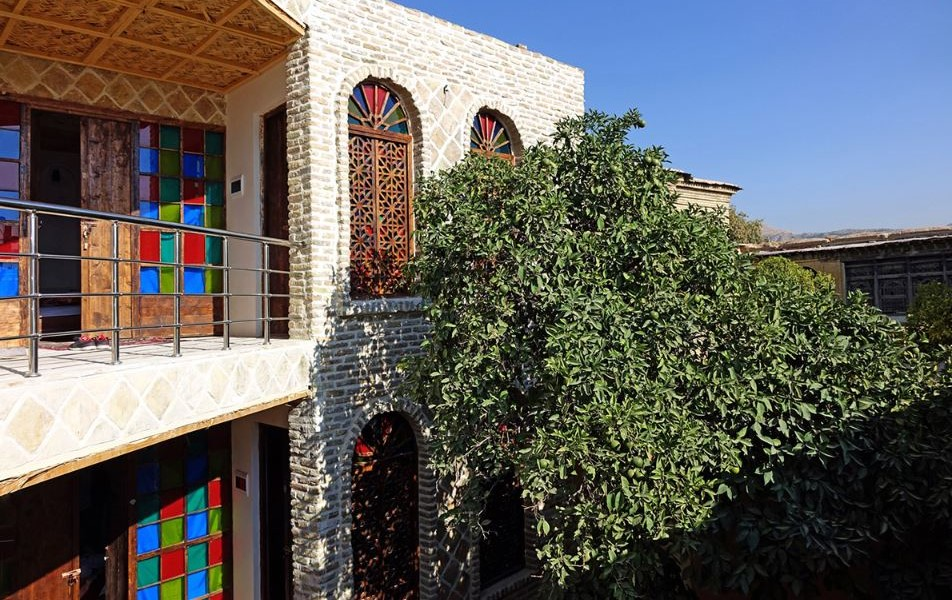 Raz Traditional Hotel near Shah Cheragh