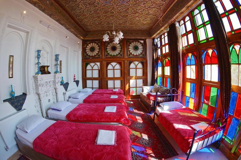 taha hostel shiraz