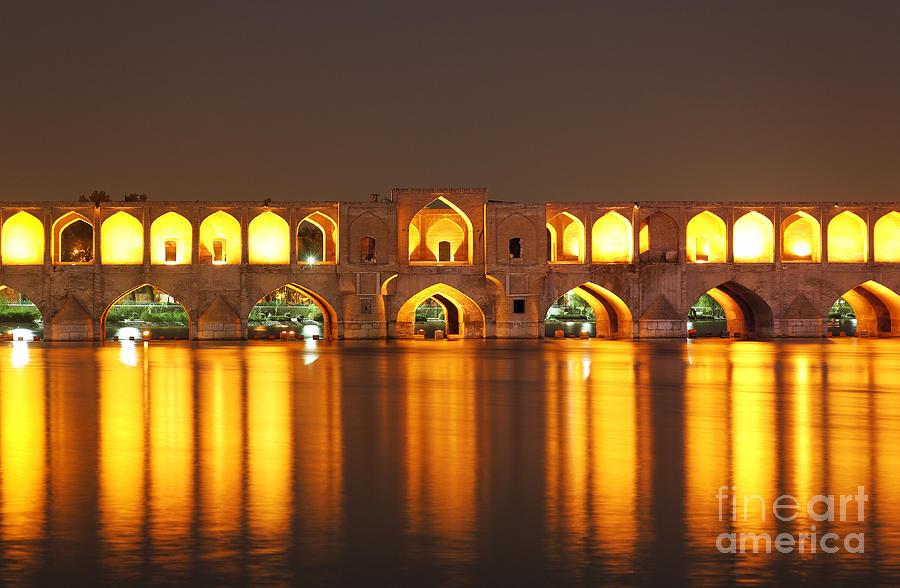 the-bridge-of-33-arches-at-isfahan-in-iran-robert-preston