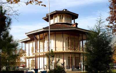 Kolah Farangi Estate